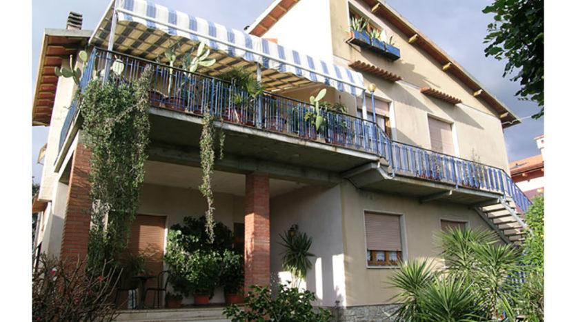Intera bifamiliare in vendita nel Comune di Seravezza Cod 941