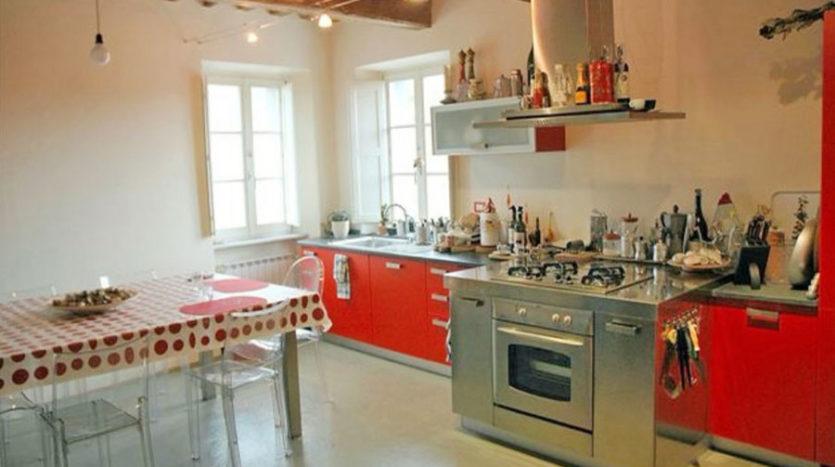 Appartamento in vendita in antico casale posto nel Comune di Seravezza Cod 1640