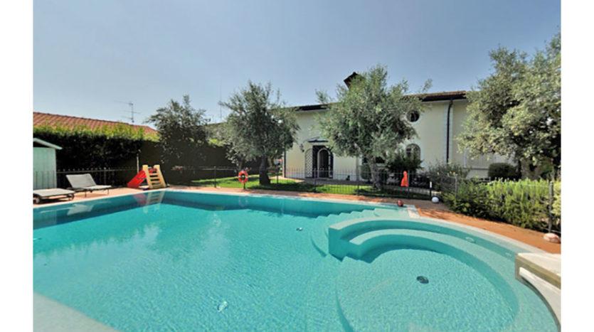 Villa con piscina in vendita nel Comune di Seravezza Cod 1299