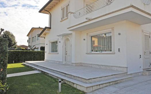 Villa-in-vendita-a-marina-di-pietrasanta-cod-1326-01