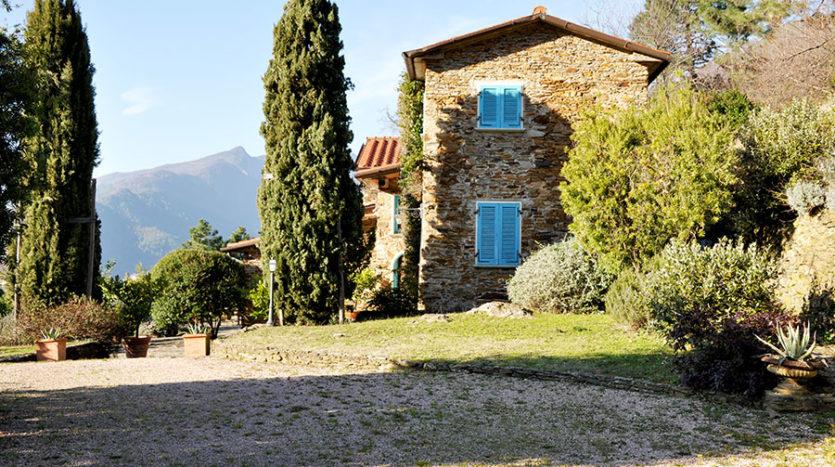Casale in vendita sulle colline della versilia