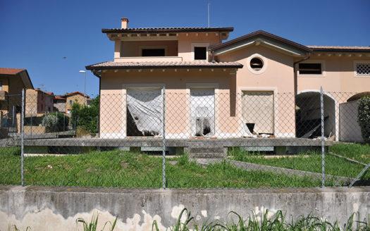 Villetta ancora da rifinire in vendita nella campagna di Seravezza Cod 897