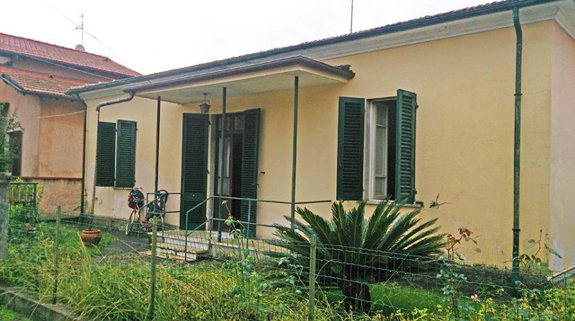 Villetta sul solo piano terra in vendita nella campagna di Pietrasanta Cod 1426