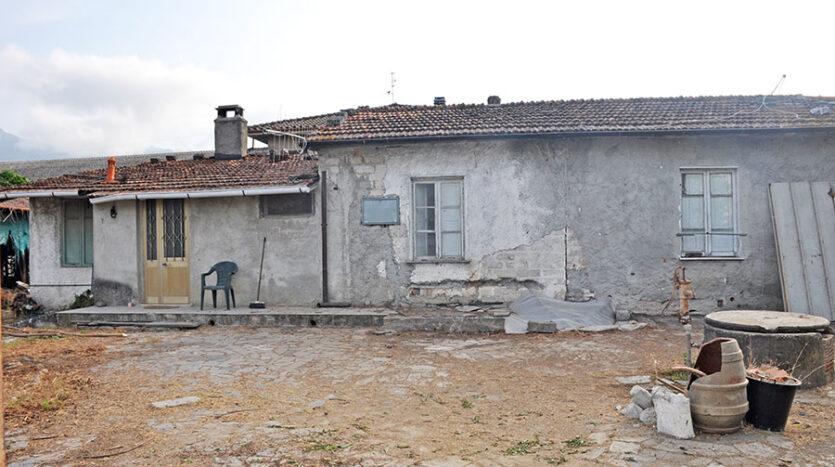 Casa in campagna - Porzione di bifamiliare in vendita nella campagna di Seravezza